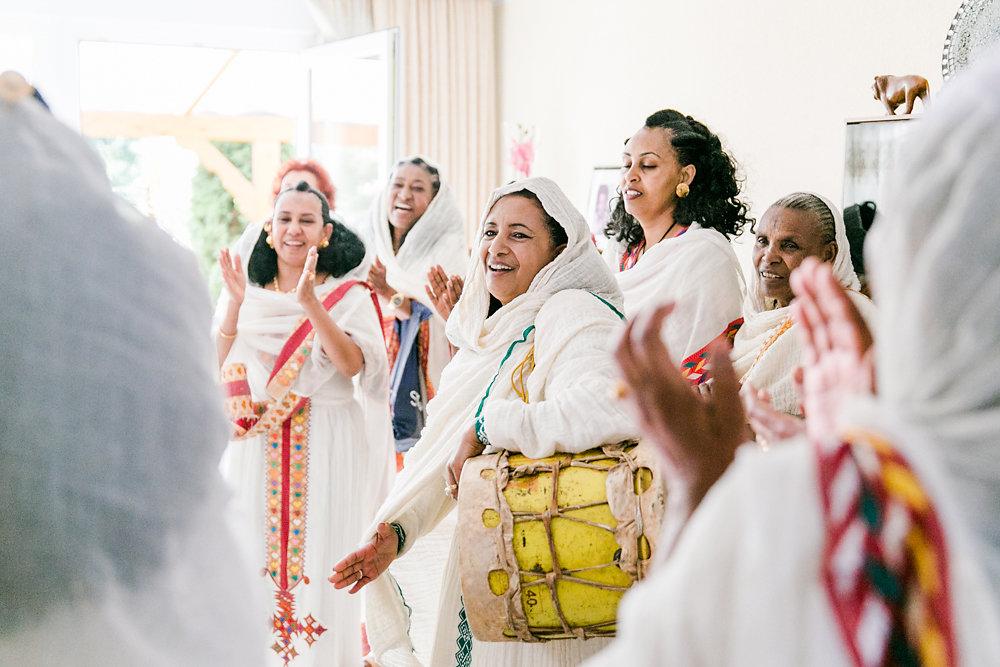 farbenfrohe-eritreische-hochzeit-koeln-bochum-034.jpg