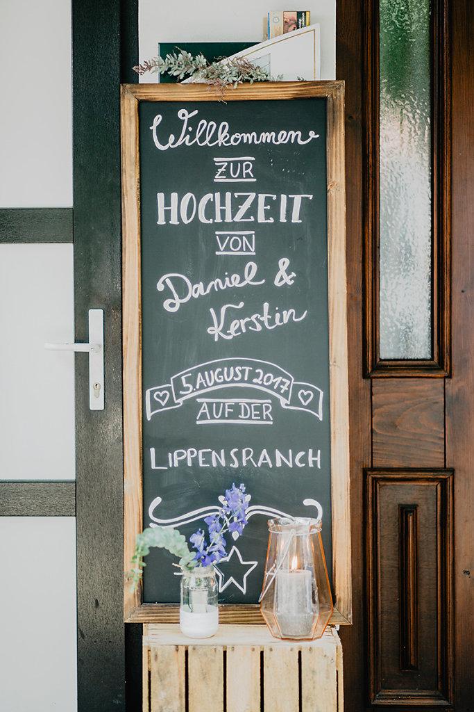 Melanie-Graas-Hochzeitsfotografie-Mitten-Im-Pott-Boho-DIY-Bottrop-Blumenkranz-3.jpg