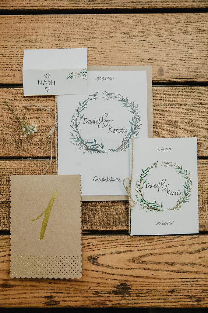 Melanie-Graas-Hochzeitsfotografie-Mitten-Im-Pott-Boho-DIY-Bottrop-Blumenkranz-4.jpg