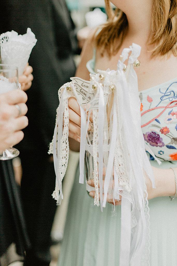 Melanie-Graas-Hochzeitsfotografie-Mitten-Im-Pott-Boho-DIY-Bottrop-Blumenkranz-7.jpg