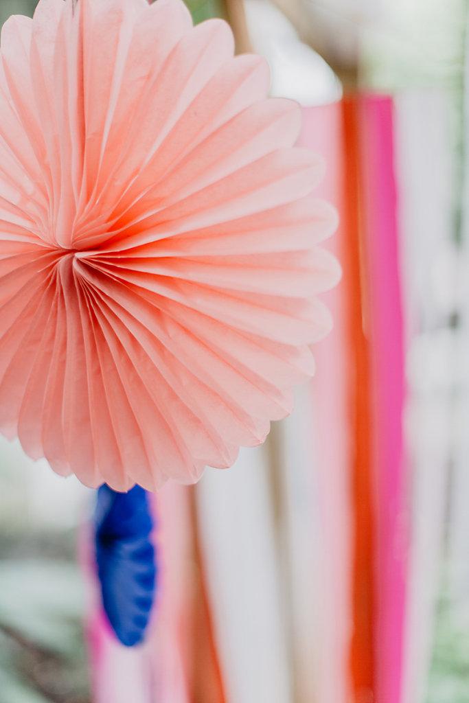 Melanie-Graas-Hochzeitsfotografie-Mitten-Im-Pott-Boho-DIY-Bottrop-Blumenkranz-12.jpg