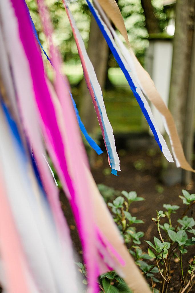 Melanie-Graas-Hochzeitsfotografie-Mitten-Im-Pott-Boho-DIY-Bottrop-Blumenkranz-15.jpg