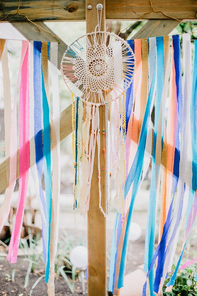 Melanie-Graas-Hochzeitsfotografie-Mitten-Im-Pott-Boho-DIY-Bottrop-Blumenkranz-20.jpg