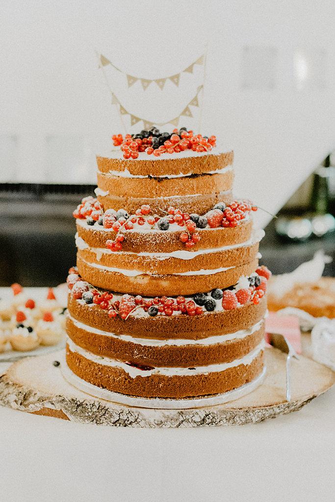 Melanie-Graas-Hochzeitsfotografie-Mitten-Im-Pott-Boho-DIY-Bottrop-Blumenkranz-25.jpg