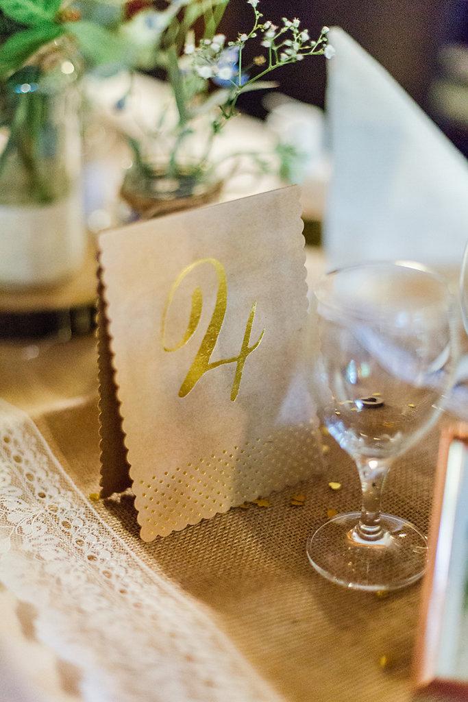 Melanie-Graas-Hochzeitsfotografie-Mitten-Im-Pott-Boho-DIY-Bottrop-Blumenkranz-26.jpg
