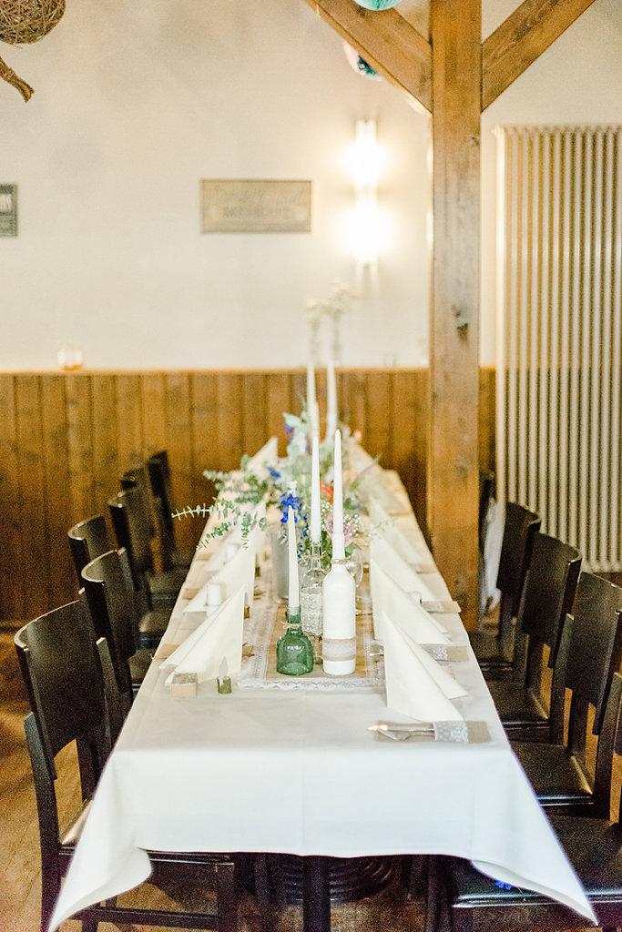 Melanie-Graas-Hochzeitsfotografie-Mitten-Im-Pott-Boho-DIY-Bottrop-Blumenkranz-27.jpg