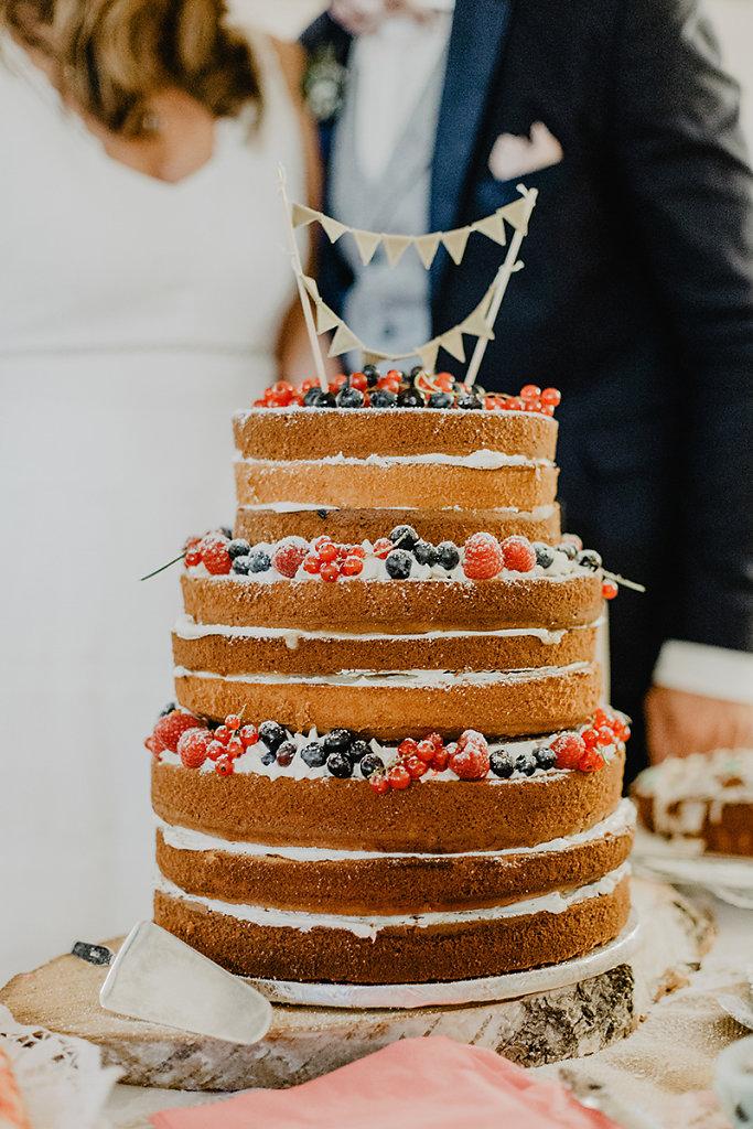 Melanie-Graas-Hochzeitsfotografie-Mitten-Im-Pott-Boho-DIY-Bottrop-Blumenkranz-35.jpg