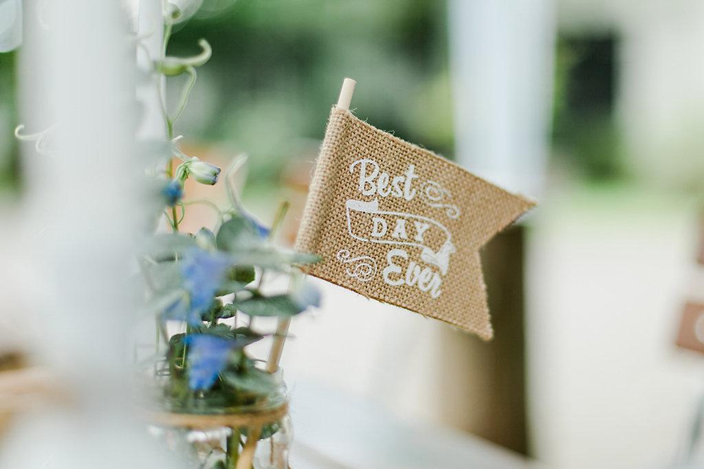 Melanie-Graas-Hochzeitsfotografie-Mitten-Im-Pott-Boho-DIY-Bottrop-Blumenkranz-39.jpg