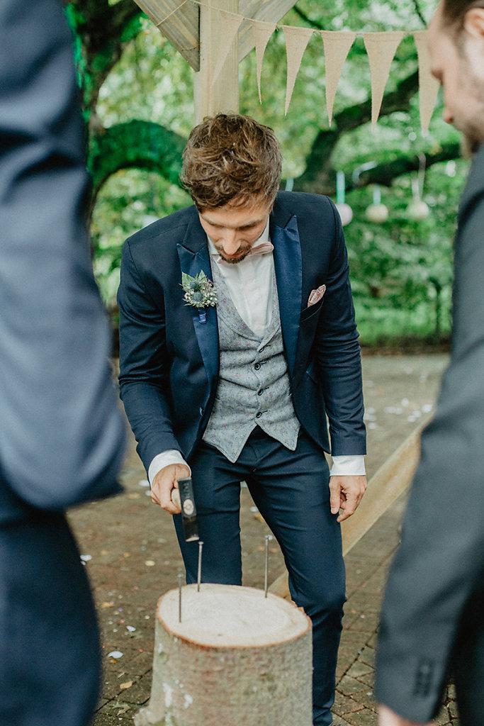 Melanie-Graas-Hochzeitsfotografie-Mitten-Im-Pott-Boho-DIY-Bottrop-Blumenkranz-44.jpg
