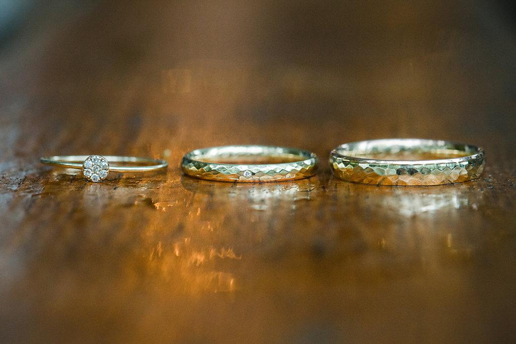 Melanie-Graas-Hochzeitsfotografie-Mitten-Im-Pott-Boho-DIY-Bottrop-Blumenkranz-47.jpg