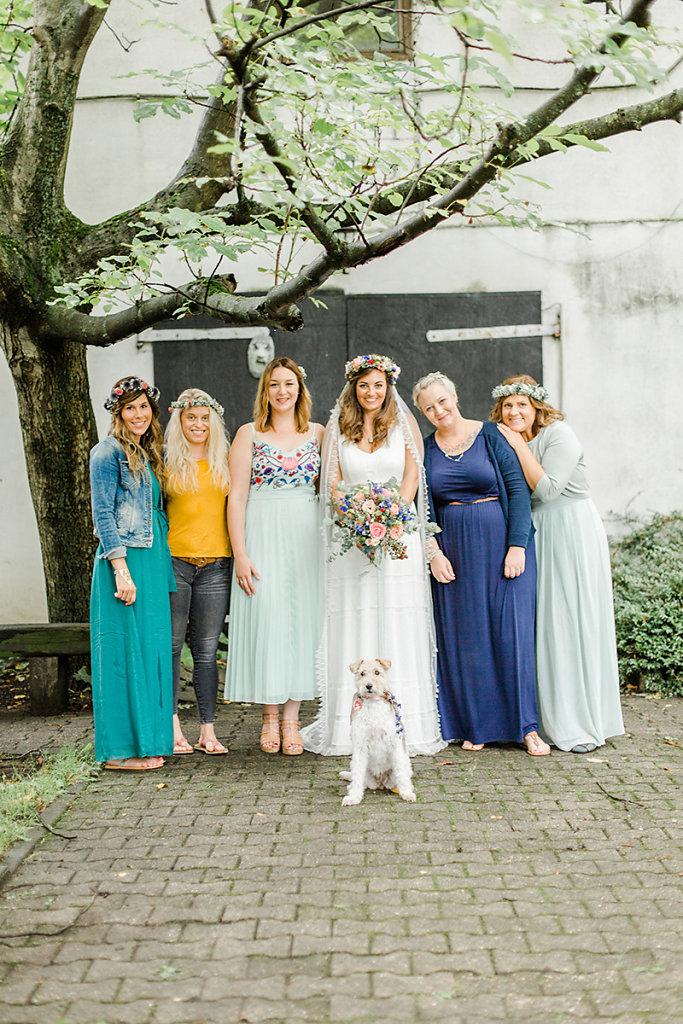 Melanie-Graas-Hochzeitsfotografie-Mitten-Im-Pott-Boho-DIY-Bottrop-Blumenkranz-51.jpg