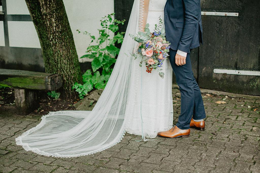 Melanie-Graas-Hochzeitsfotografie-Mitten-Im-Pott-Boho-DIY-Bottrop-Blumenkranz-52.jpg