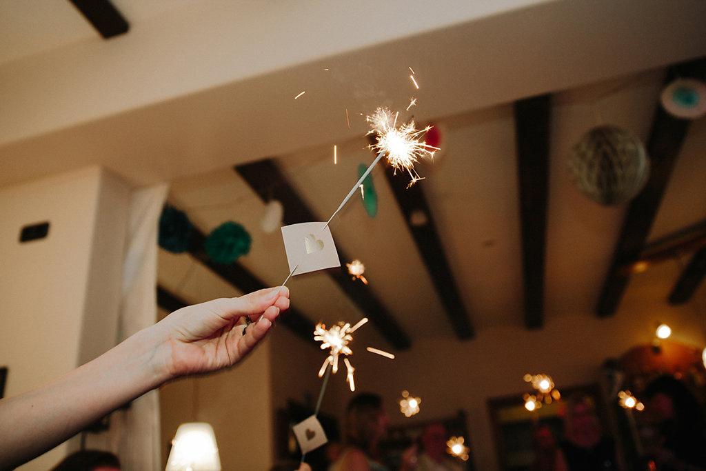 Melanie-Graas-Hochzeitsfotografie-Mitten-Im-Pott-Boho-DIY-Bottrop-Blumenkranz-64.jpg
