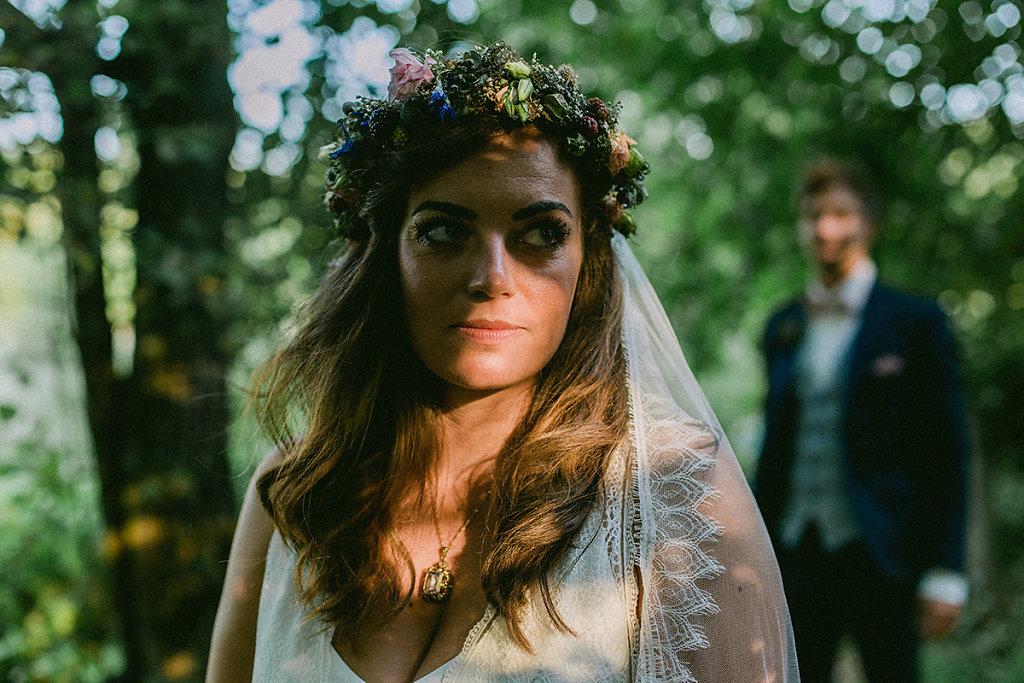 Melanie-Graas-Hochzeitsfotografie-Mitten-Im-Pott-Boho-DIY-Bottrop-Blumenkranz-74.jpg