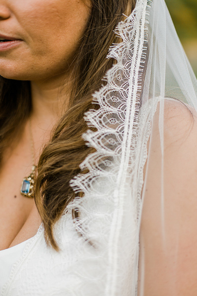 Melanie-Graas-Hochzeitsfotografie-Mitten-Im-Pott-Boho-DIY-Bottrop-Blumenkranz-77.jpg