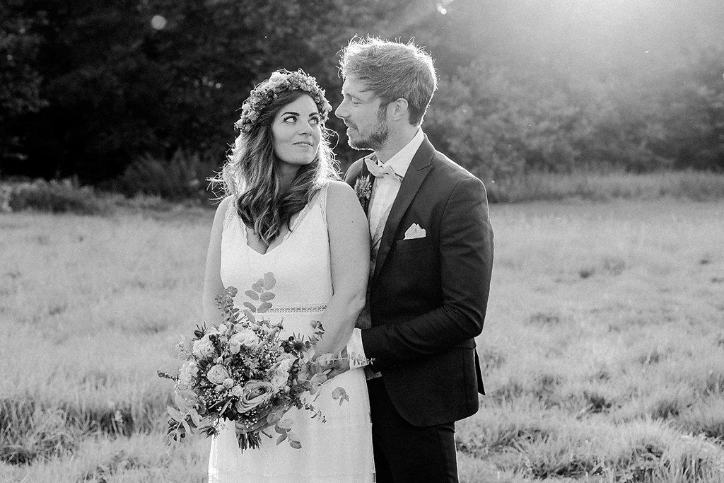 Melanie-Graas-Hochzeitsfotografie-Mitten-Im-Pott-Boho-DIY-Bottrop-Blumenkranz-79.jpg