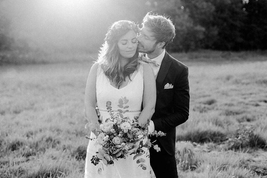 Melanie-Graas-Hochzeitsfotografie-Mitten-Im-Pott-Boho-DIY-Bottrop-Blumenkranz-84.jpg