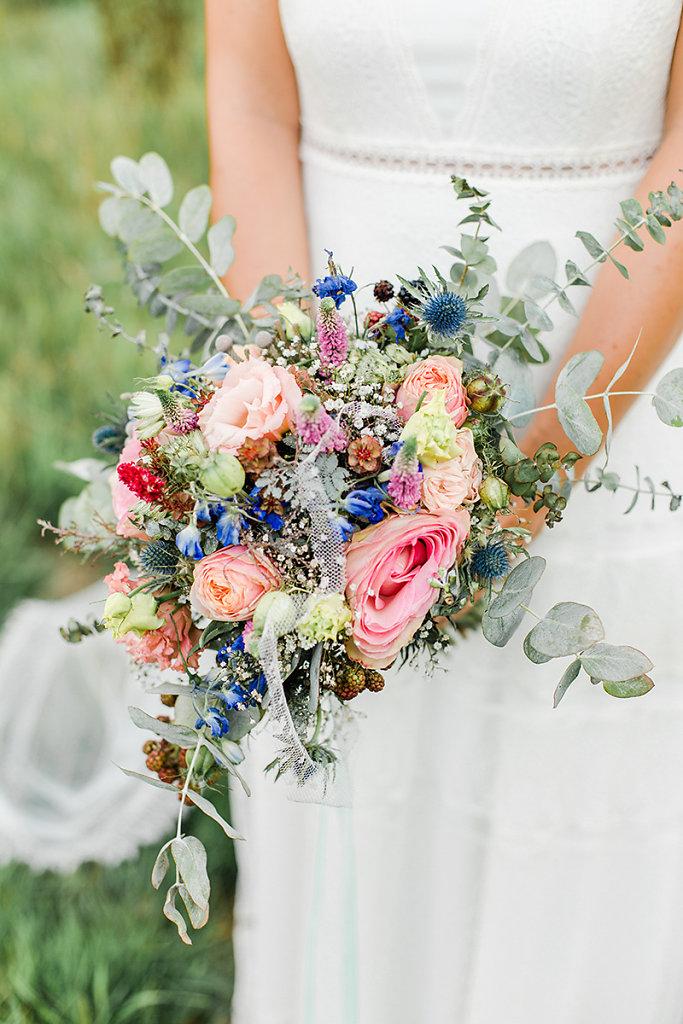 Melanie-Graas-Hochzeitsfotografie-Mitten-Im-Pott-Boho-DIY-Bottrop-Blumenkranz-91.jpg