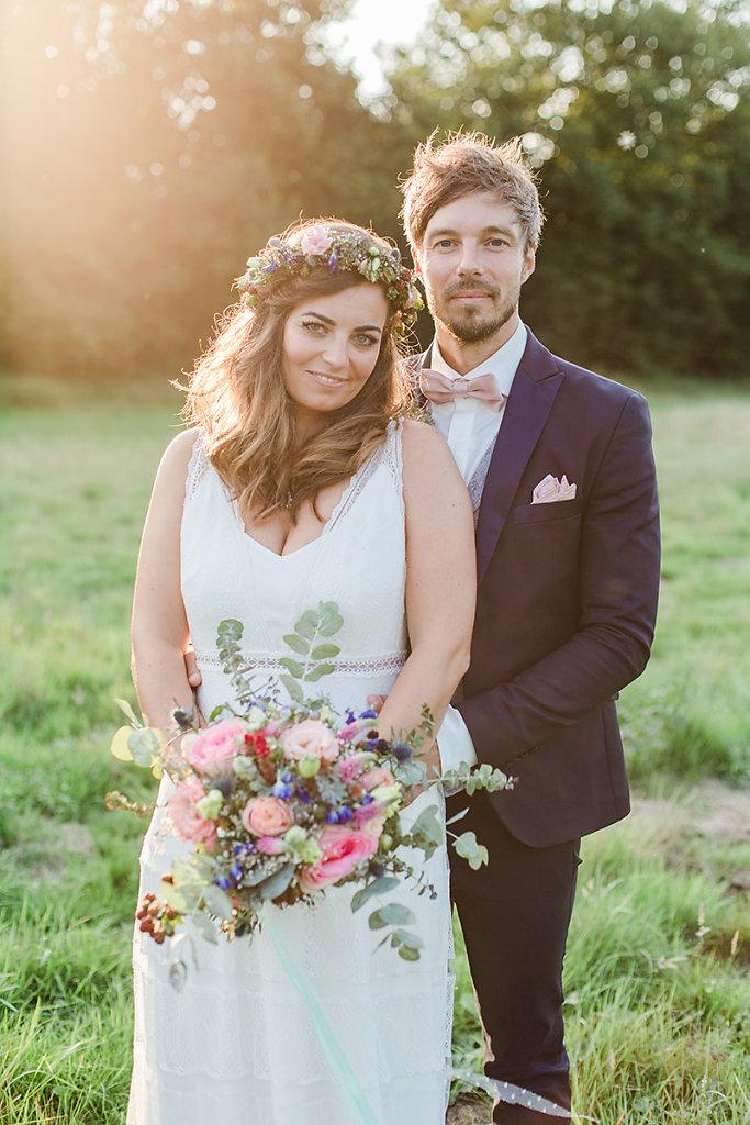 Melanie-Graas-Hochzeitsfotografie-Mitten-Im-Pott-Boho-DIY-Bottrop-Blumenkranz-92.jpg