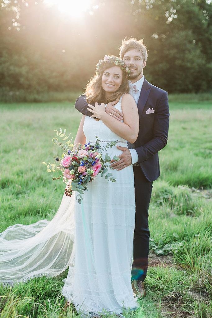 Melanie-Graas-Hochzeitsfotografie-Mitten-Im-Pott-Boho-DIY-Bottrop-Blumenkranz-93.jpg