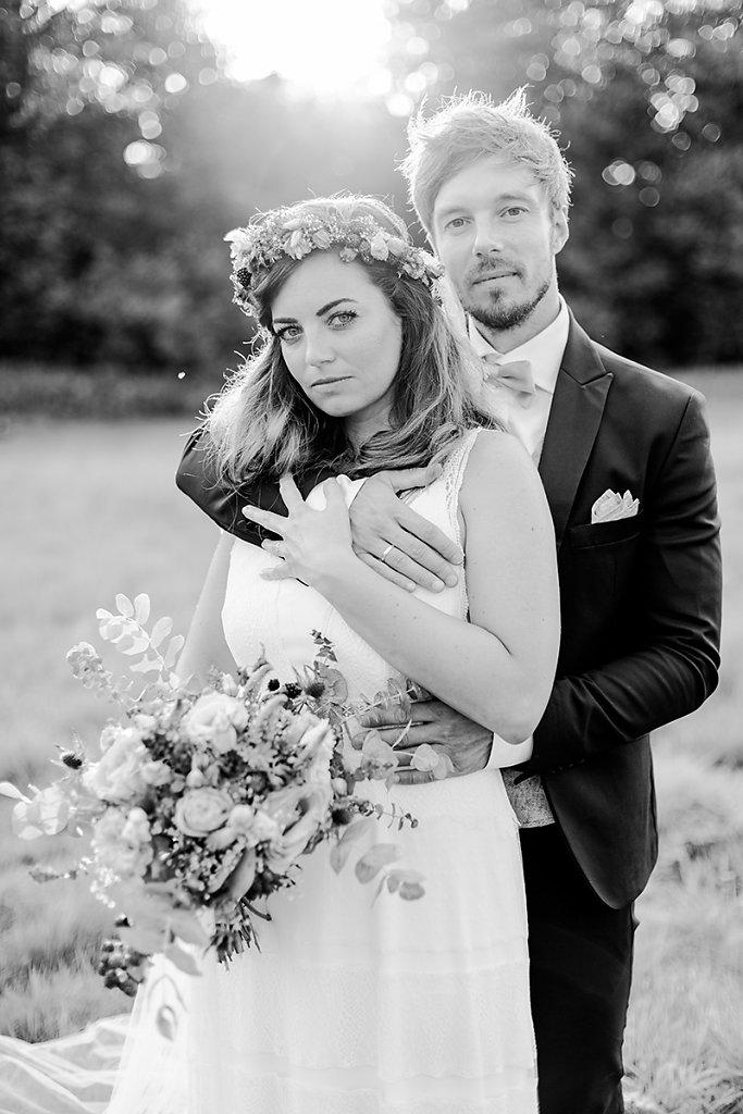 Melanie-Graas-Hochzeitsfotografie-Mitten-Im-Pott-Boho-DIY-Bottrop-Blumenkranz-98.jpg
