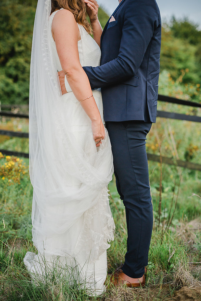 Melanie-Graas-Hochzeitsfotografie-Mitten-Im-Pott-Boho-DIY-Bottrop-Blumenkranz-101.jpg