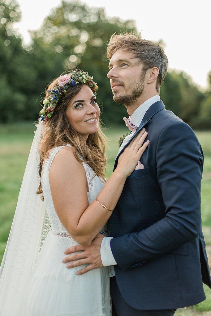 Melanie-Graas-Hochzeitsfotografie-Mitten-Im-Pott-Boho-DIY-Bottrop-Blumenkranz-105.jpg