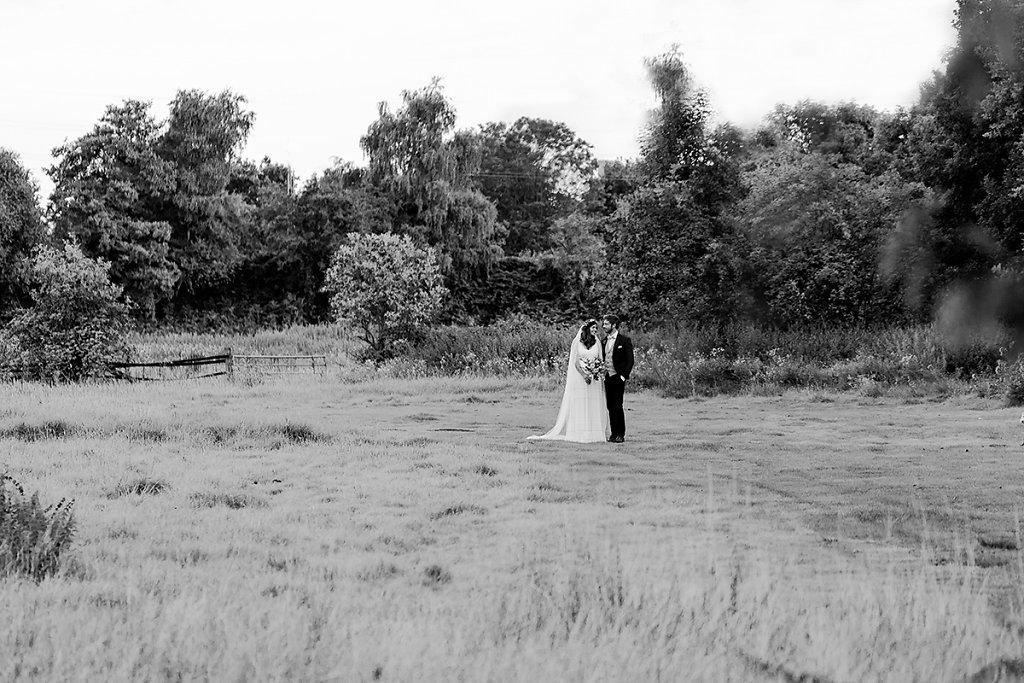 Melanie-Graas-Hochzeitsfotografie-Mitten-Im-Pott-Boho-DIY-Bottrop-Blumenkranz-108.jpg