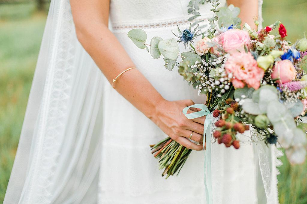 Melanie-Graas-Hochzeitsfotografie-Mitten-Im-Pott-Boho-DIY-Bottrop-Blumenkranz-109.jpg