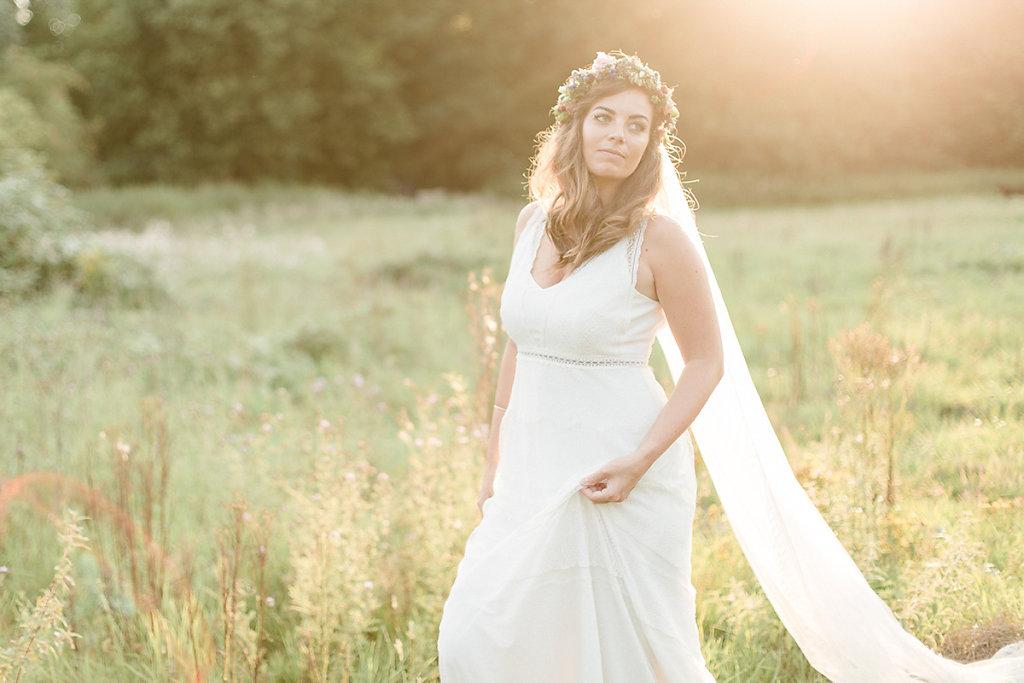 Melanie-Graas-Hochzeitsfotografie-Mitten-Im-Pott-Boho-DIY-Bottrop-Blumenkranz-111.jpg