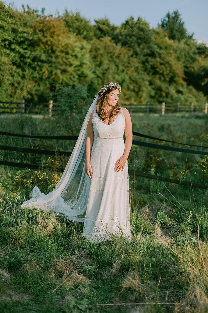 Melanie-Graas-Hochzeitsfotografie-Mitten-Im-Pott-Boho-DIY-Bottrop-Blumenkranz-112.jpg
