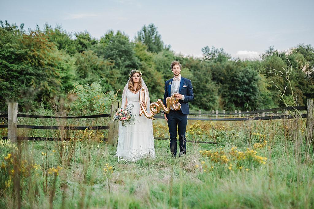 Melanie-Graas-Hochzeitsfotografie-Mitten-Im-Pott-Boho-DIY-Bottrop-Blumenkranz-113.jpg