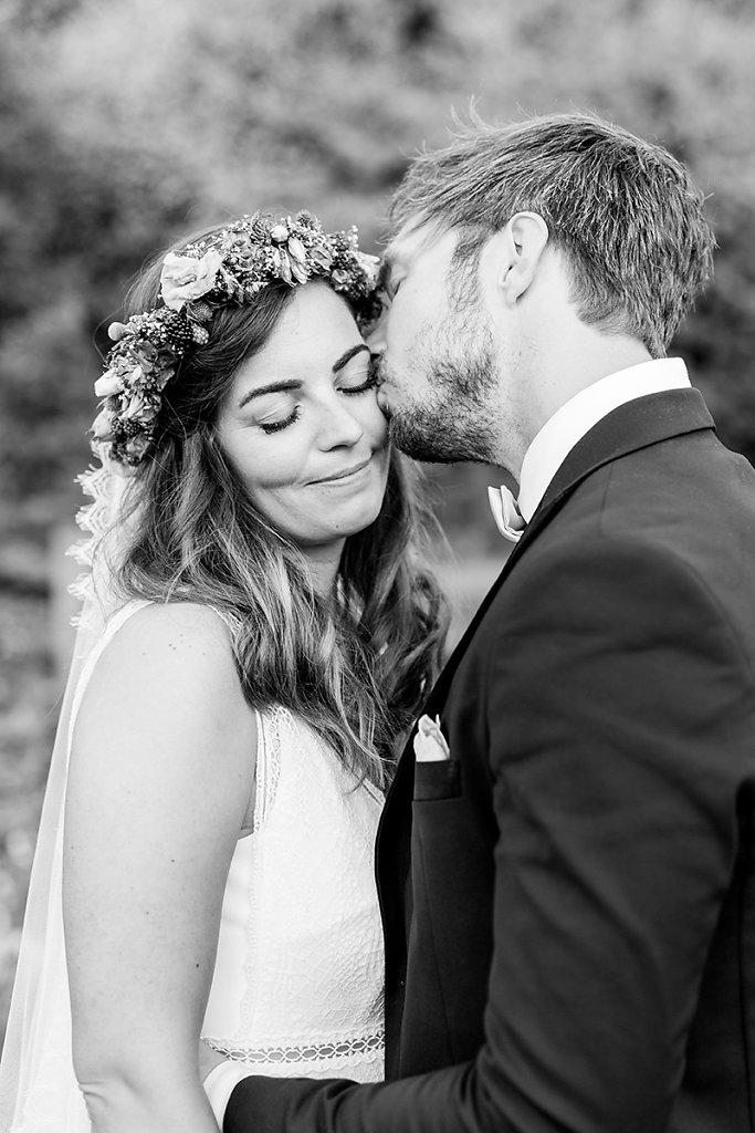 Melanie-Graas-Hochzeitsfotografie-Mitten-Im-Pott-Boho-DIY-Bottrop-Blumenkranz-118.jpg