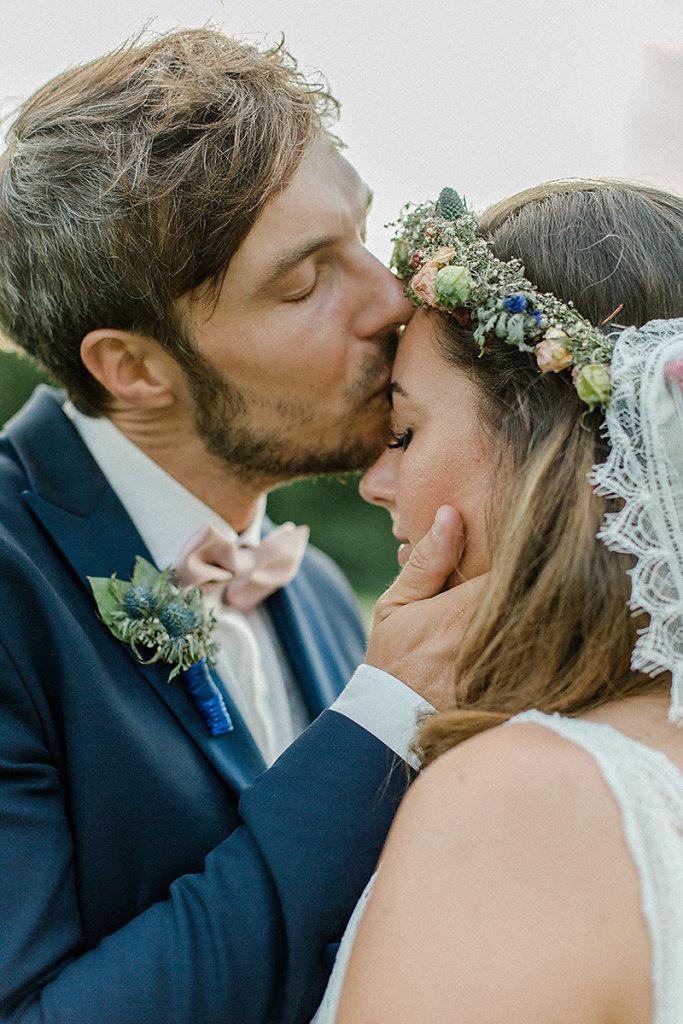 Melanie-Graas-Hochzeitsfotografie-Mitten-Im-Pott-Boho-DIY-Bottrop-Blumenkranz-126.jpg