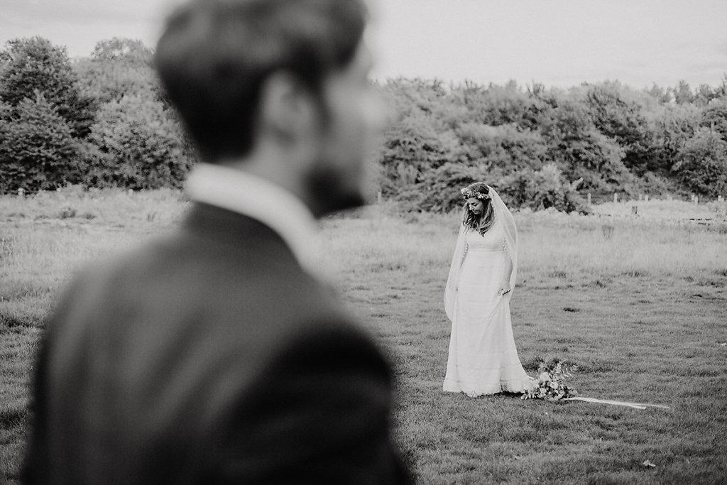 Melanie-Graas-Hochzeitsfotografie-Mitten-Im-Pott-Boho-DIY-Bottrop-Blumenkranz-127.jpg